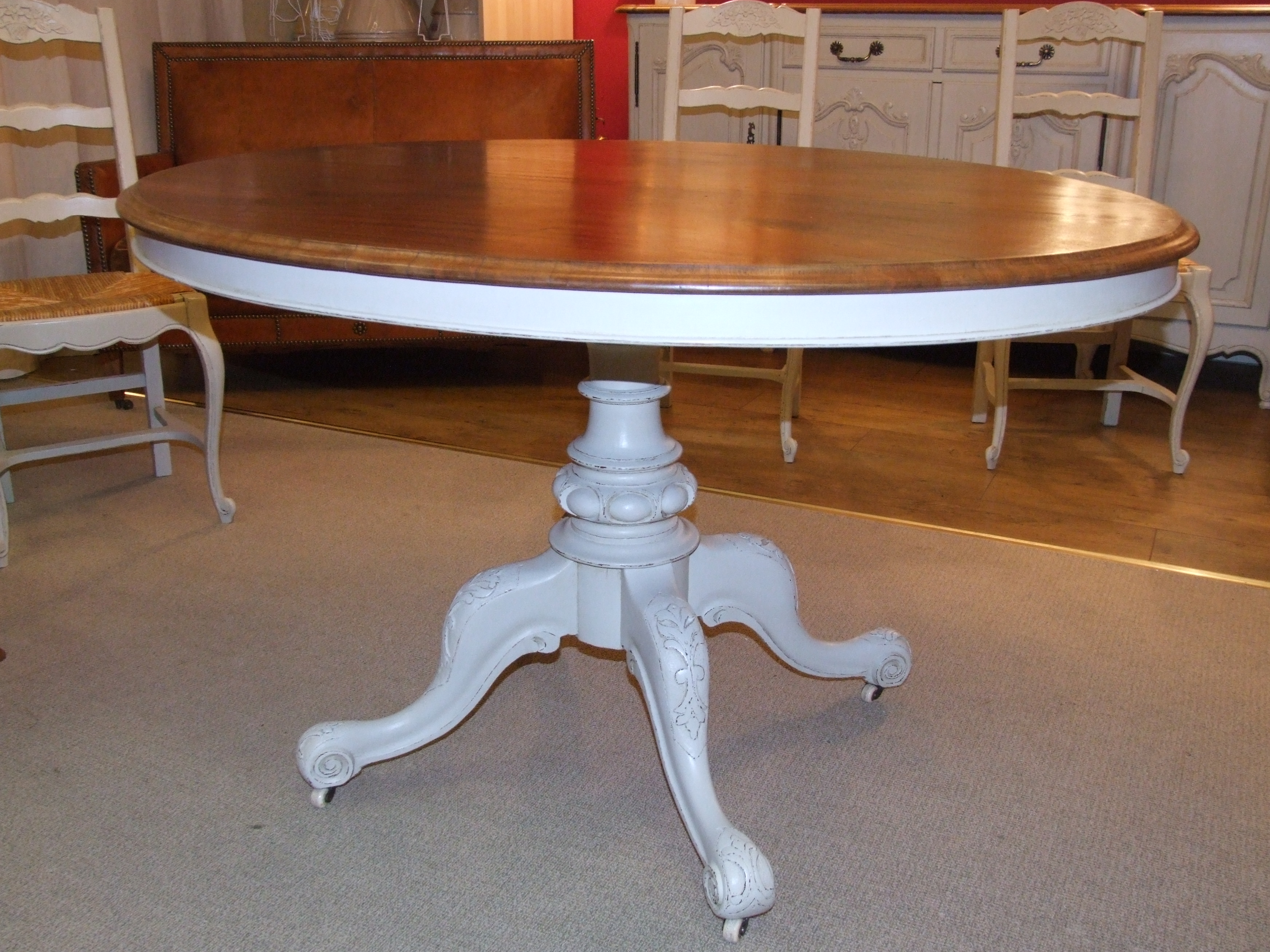 ... F343   Vintage Mahogany Oval Table With Tilting Top