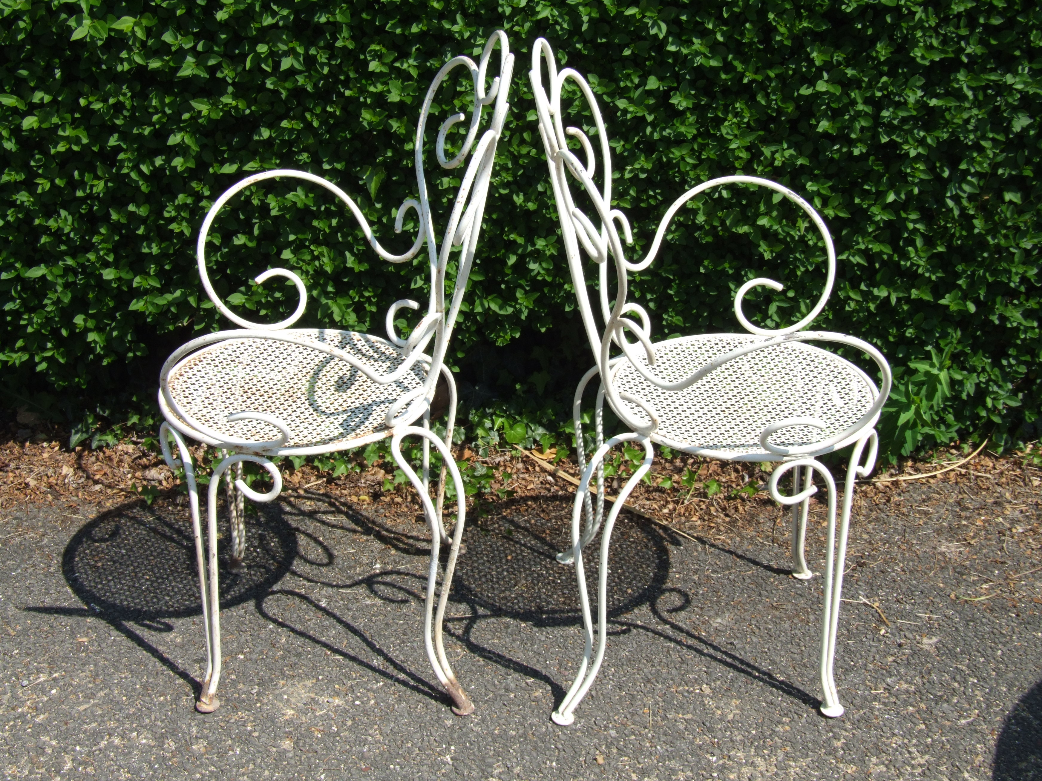 G099 s pair vintage french wrought iron garden patio chairs la belle toffe Metal patio furniture vintage