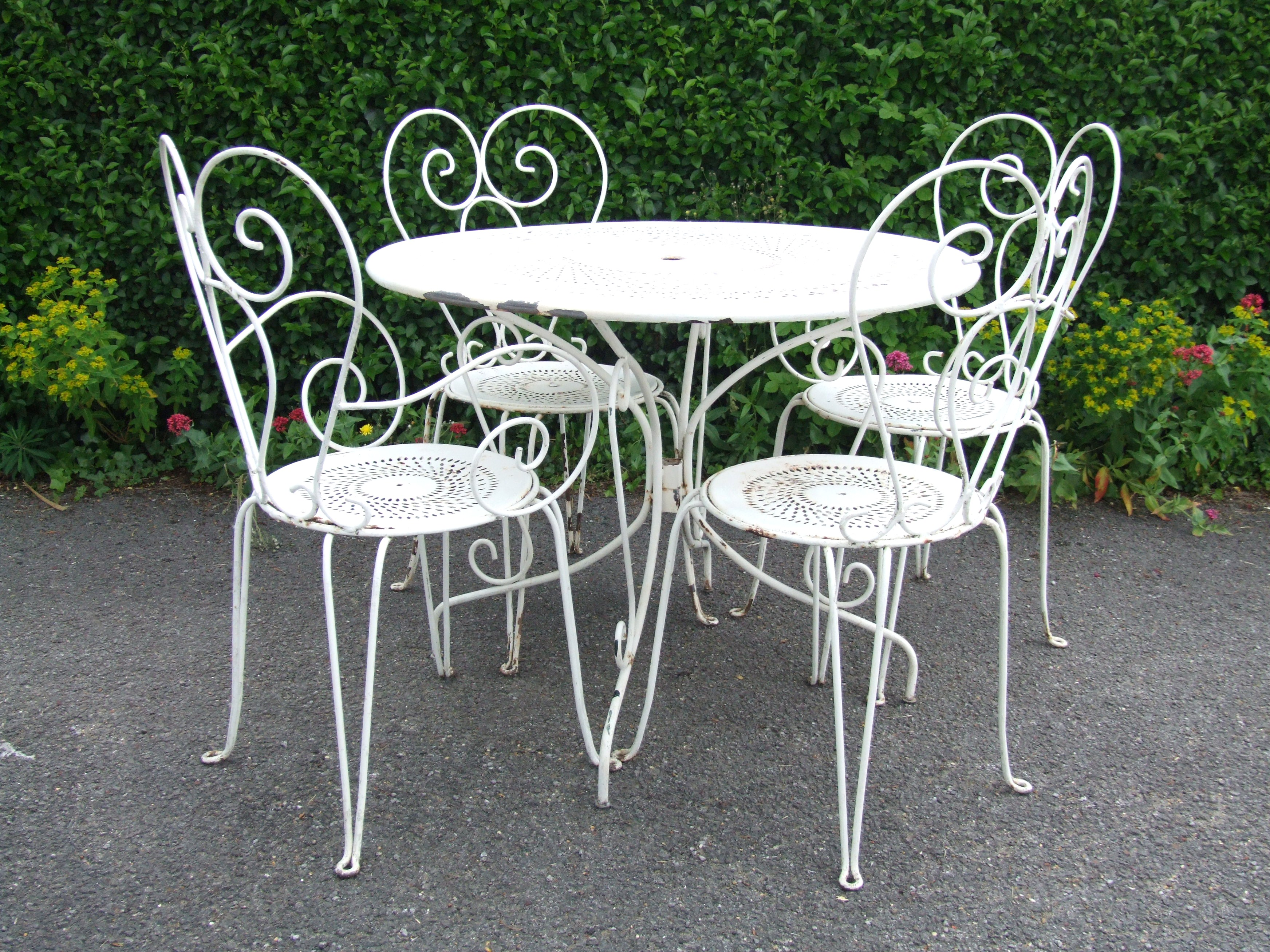 G181 s lovely vintage french wrought iron garden patio caf table and 4 chairs set la French metal garden furniture
