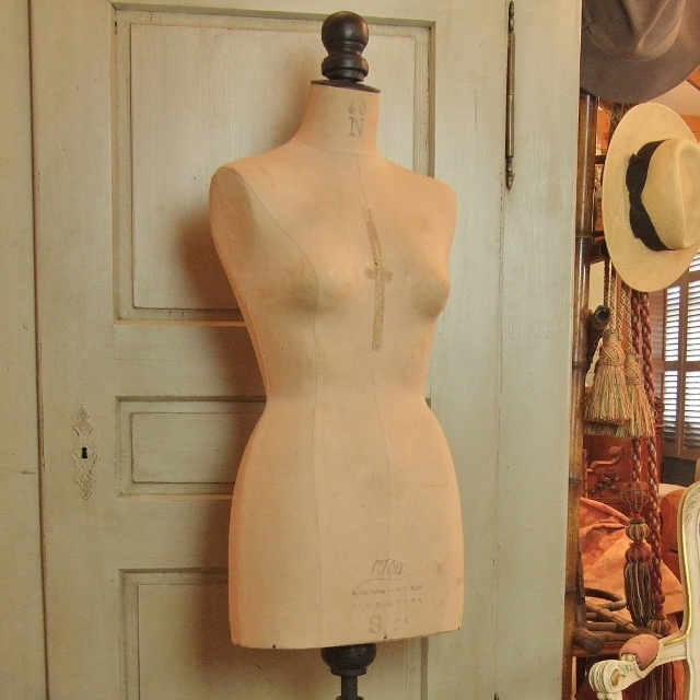 B1075 - Sublime Vintage French Dressmaker's Mannequin. Made By Cléo, PARIS, C1950