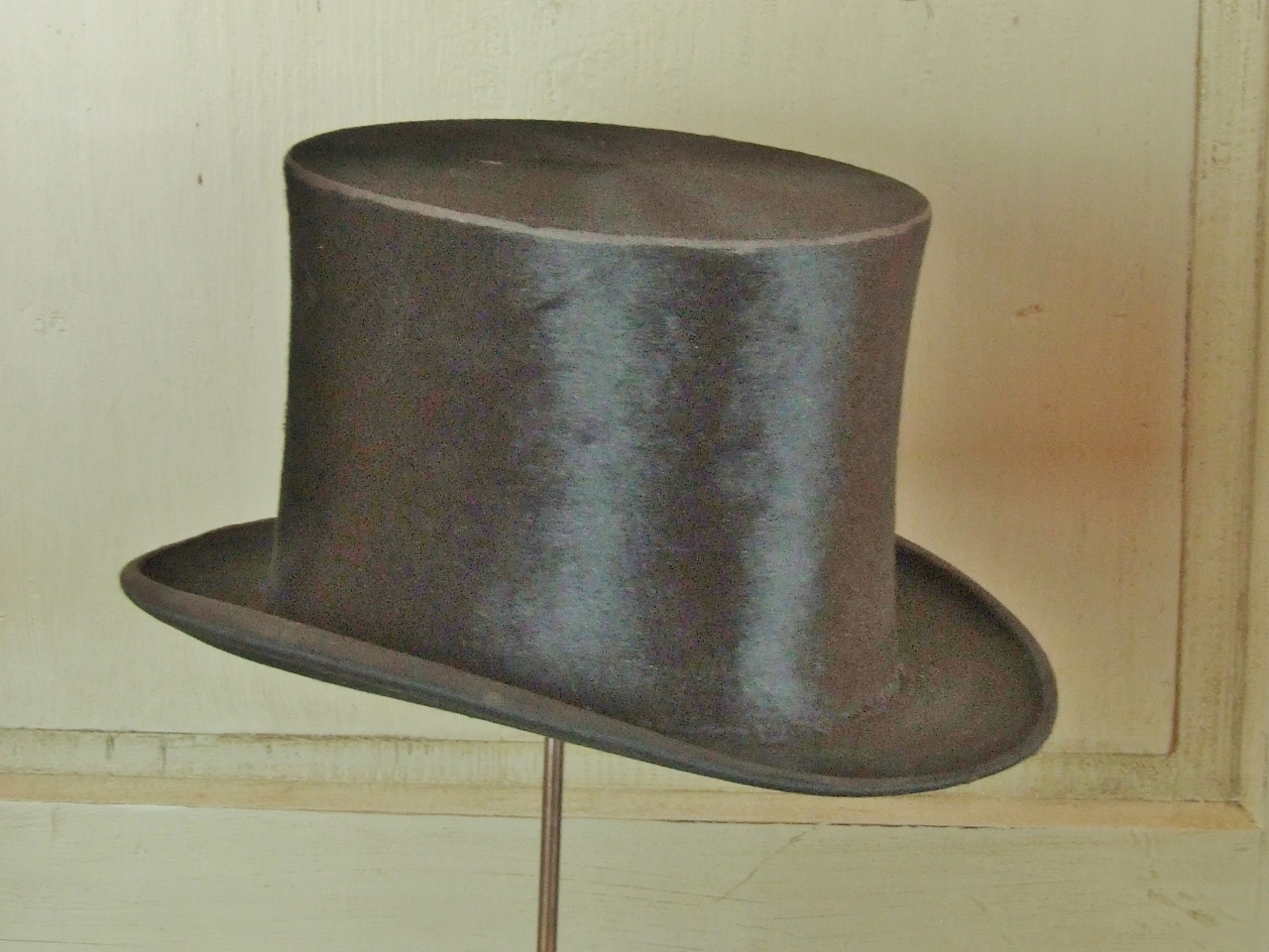 B371 - Divine Antique Top Quality, Silk Plush Top Hat, PARIS / BRUXELLES Label, C1910