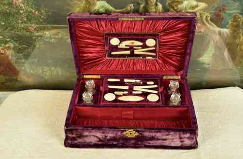 B495 - Fantastic Antique French Jewel / Vanity Case, Ivory Accessories, C1900
