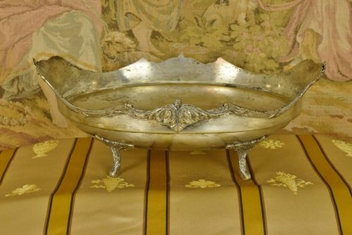 B643 - Delightful Antique French Silver Plated Dish / Fruit Bowl, Acanthus Scrolls