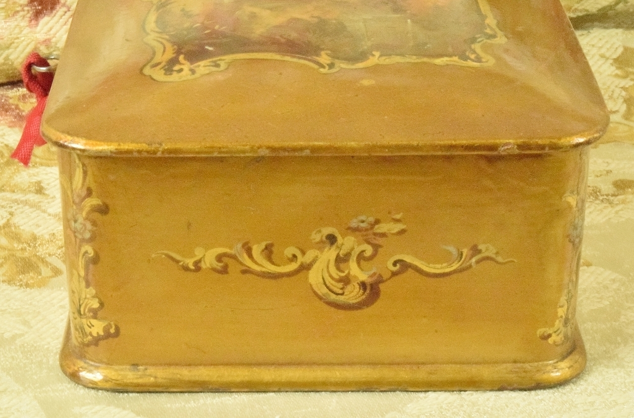 B792 Sublime Antique French Lacquered Gilded Trinket