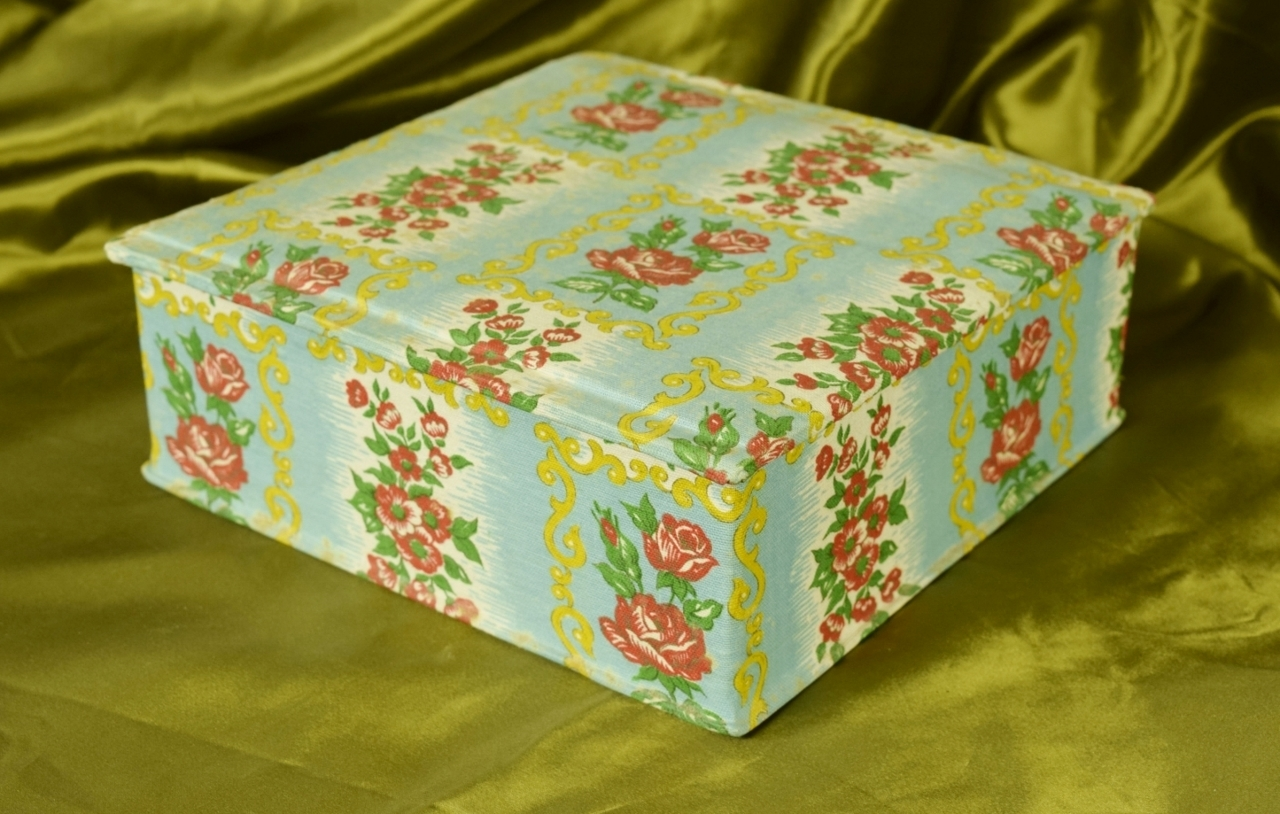 B861 - Gorgeous Antique French Textile Covered Boudoir Box, Stunning 1930's Print