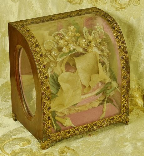 B878 - Exquisite Antique French Marriage Globe / Casket & Wedding Couronne, Pink Velvet