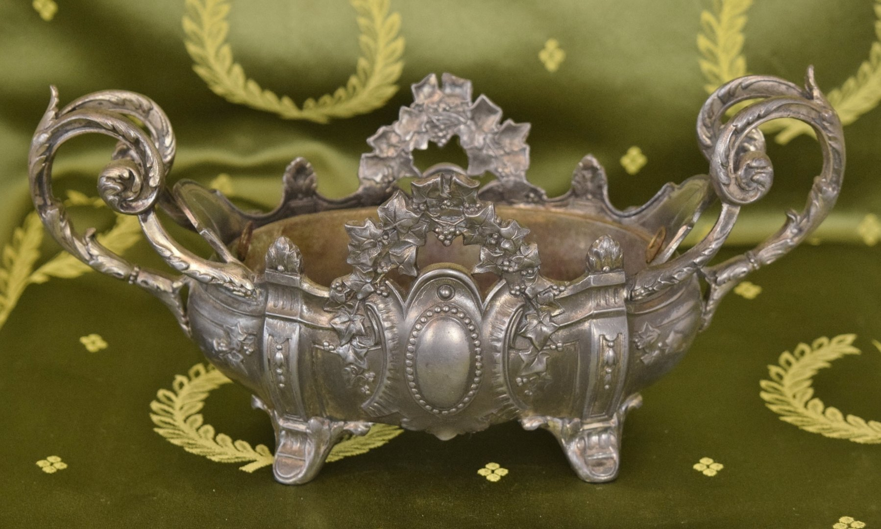B940 - Beautiful Antique French Spelter Planter / Jardiniere, Ivy Crest, Chateau Chic