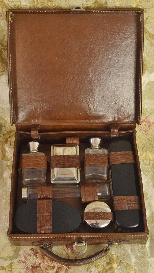 B952 - Superb Antique French Leather Vanity Case With Accessories, ER Monogram C1900
