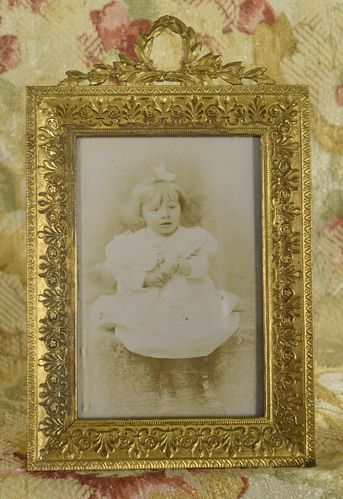B968 - Charming Antique French Ormolu Picture / Photo Frame, Laurel Leaf Crest