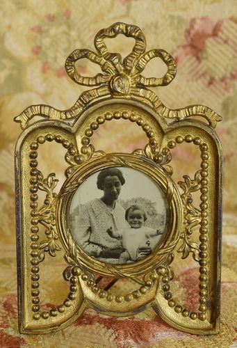 B976 - Sweet Little Antique French Ormolu Picture / Photo Frame, Ribbon Bow Crest