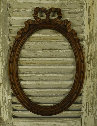 B1206 - Pretty Antique French Carved Wood Oval Mahogany Picture Frame With Bow Crest