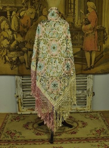 B1209 - Sublime Vintage Chinese Silk Embroidered Shawl With Long Tasseled Frothy Fringe