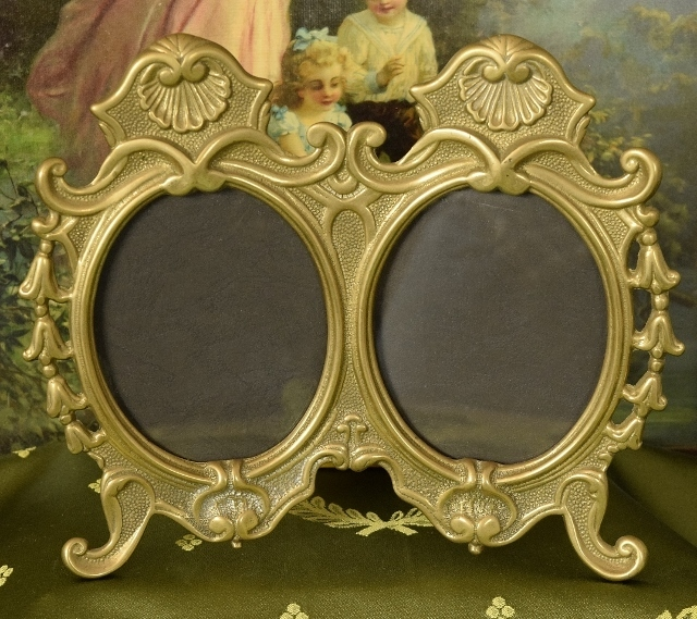 B1264 - Superb Antique French Heavy Brass Double Picture / Photo Frame, Shell Crests