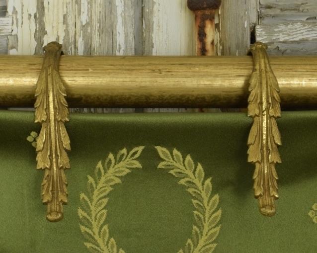 B1305 - Amazing Set 7 Antique French Gilded Acanthus Leaf Chateau Curtain Rings, 19th Century