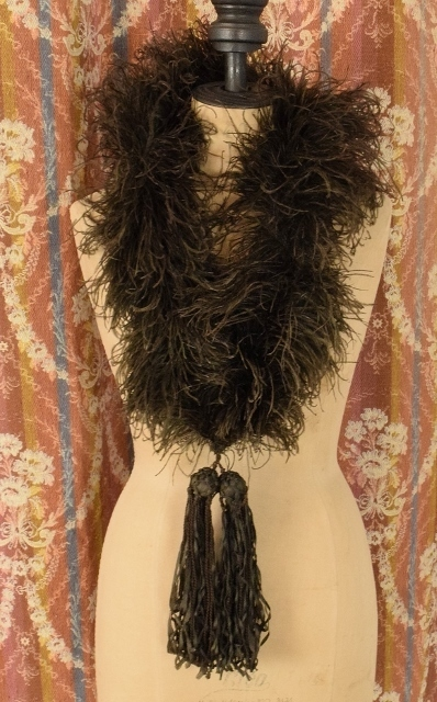 B1337 - Gorgeous Antique French Ostrich Feather Boa With Silk Ribbon Tassels, C1890